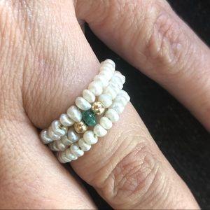 Jewelry - Beautiful pearl ring. 14k beads, emerald bead 😘❤️